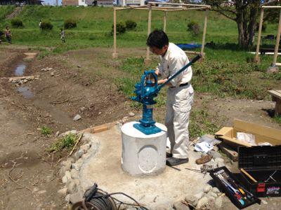 井戸にポンプがついた_c0091679_1544447.jpg