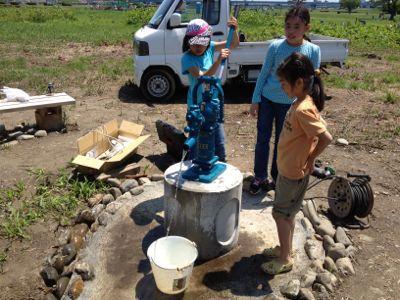 井戸にポンプがついた_c0091679_15444577.jpg